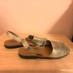 Cliffs by White Mountain Gold Slingback Sandals